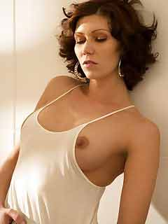 a nude horny woman from East Peoria, Illinois